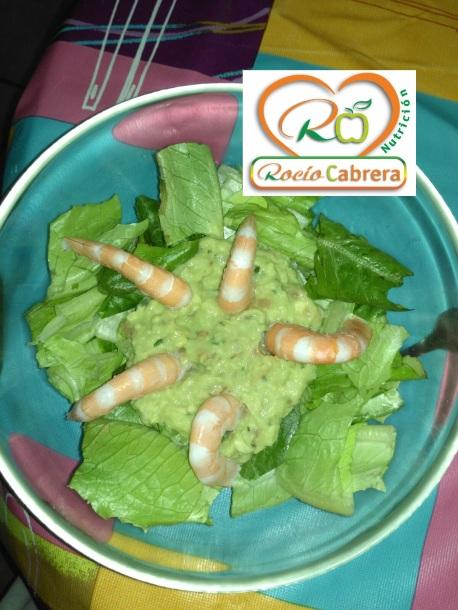 ensalada-de-lechuga-guacamole-y-langostino